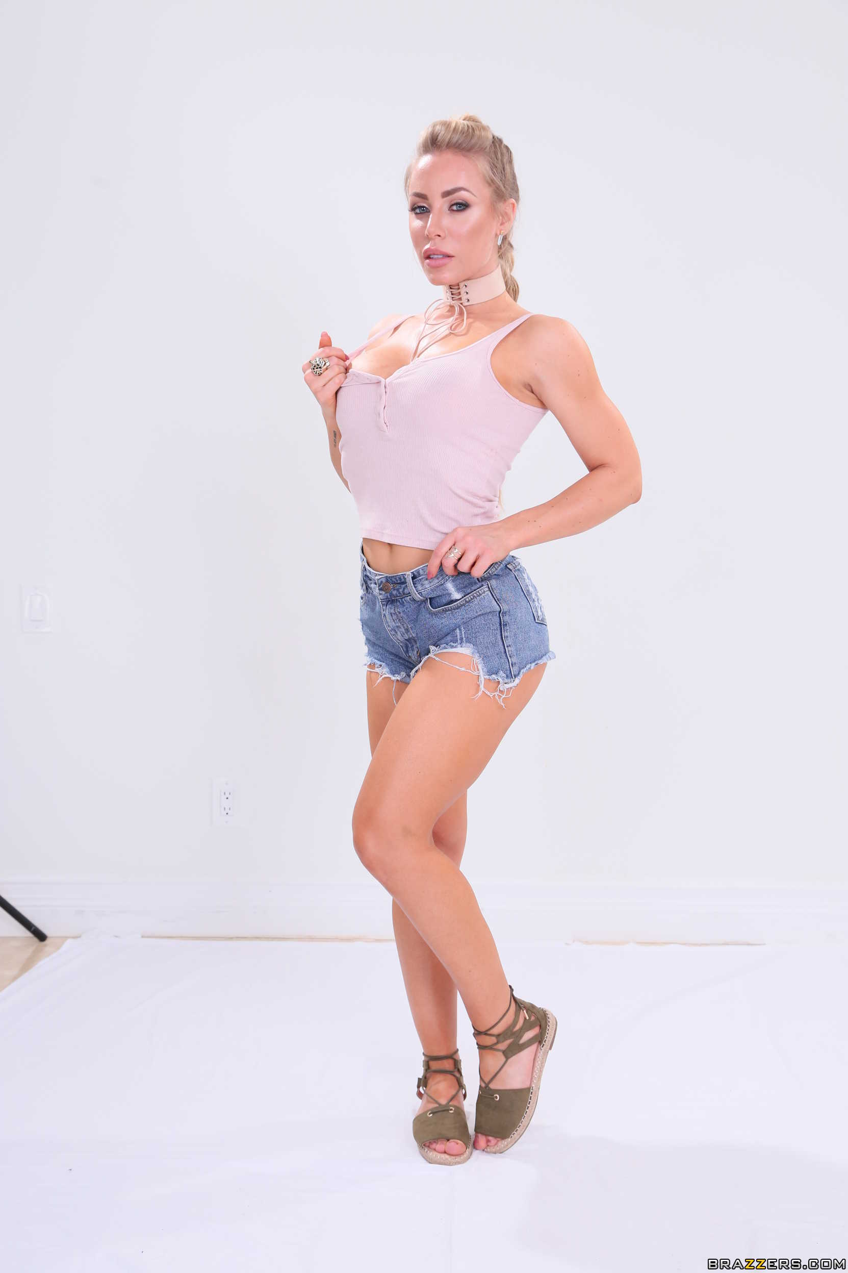 Nicole Aniston Brazzers House 2: Day 1 Part 1【Chica