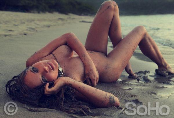 Elizabeth Loaiza desnuda para Soho