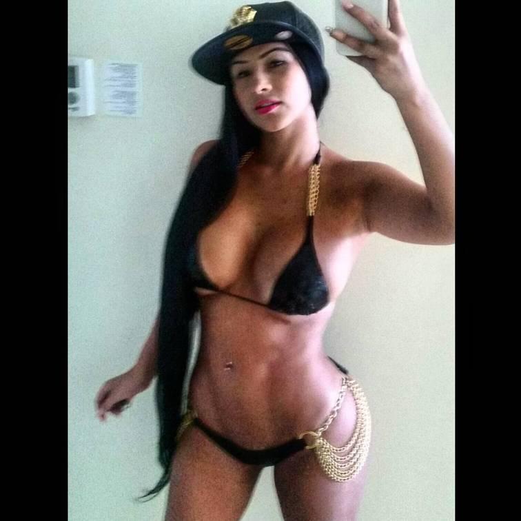 Jacqueline Serna una colombiana voluptuosa