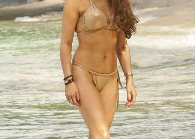 Lizzie Cundy Bikini cameltoe on holliday in Barbados (5)-min