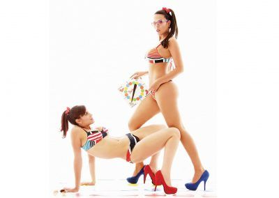 Mirla De Faria y Mayra Gonvalves jugando twister