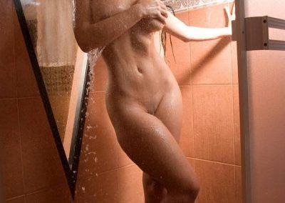 Diosa Canales tomandose una ducha (6)