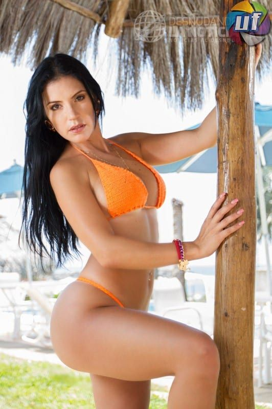 Karen Aguilar Desnundado la Noticia posa desnuda