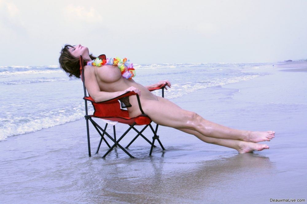 "Deauxma ""Red Beach Chair"""
