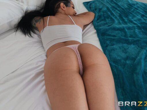 Katrina Jade Katrina Gets A Pervy Massage