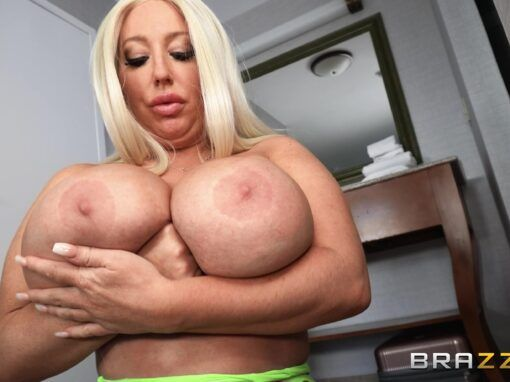 Stassi Rossi Stassi Squirts In The Hotel