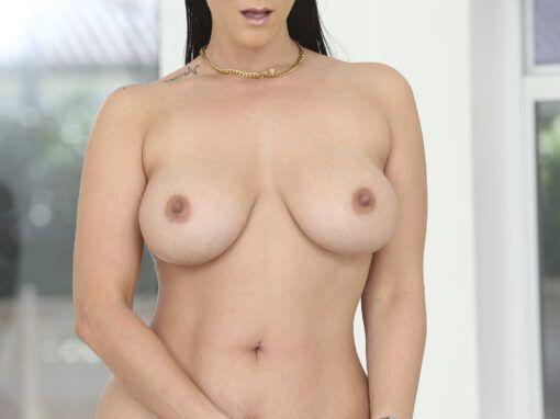 Miss Raquel Bra Thief Scores Some Titties